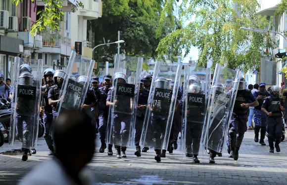 The army is surrounded by the Maldivian parliament