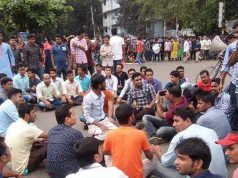 Nilkhet road blockade of 7 college students affiliated to Dhaka