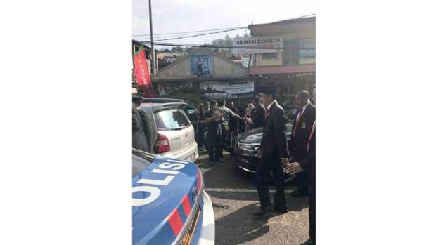 The traffic jam, the President walked 2 km walk
