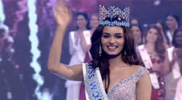 Miss World 2017 Crown Monisy holds
