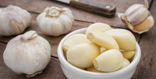 5 beneficial tips to grow new hair by using of garlic