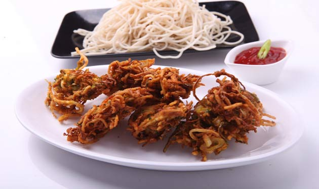 Iftar with crunchy noodles pakora